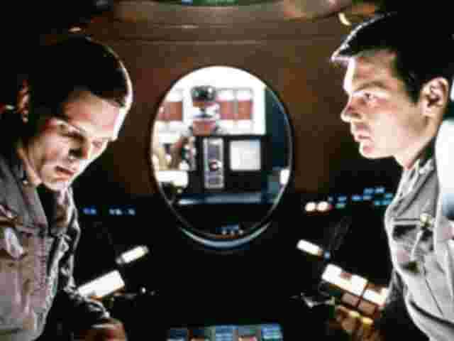 Der Computer liest mit: Die Astronauten Keir Dullea und Gary Lockwood in Nöten.