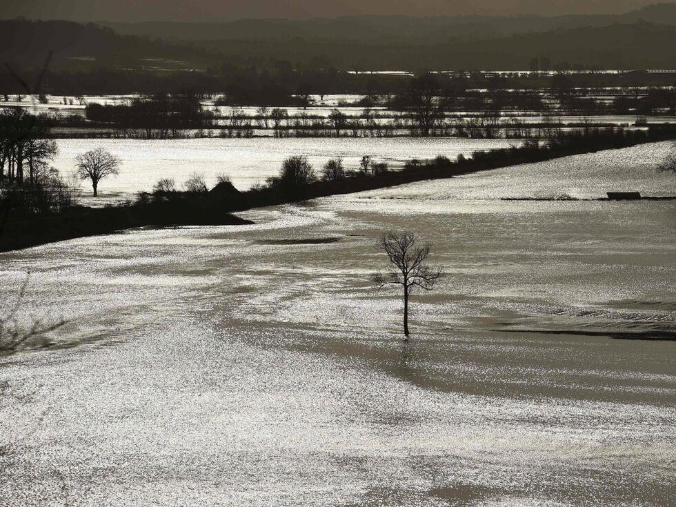 17. Februar 2020: Sturm Dennis hat zu heftigen Überschwemmungen in England geführt. Im westlichen Hereford standen ganze Felder unter Wasser. Das Hochwasserrisiko bleibt noch für die kommenden Tage bestehen.