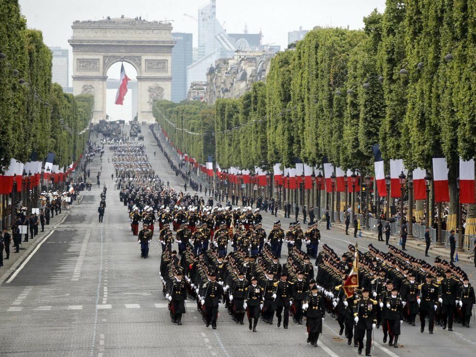 14. Juli 2019 – Frankreich feiert Nationalfeiertag, auf den Champs-Elysees in Paris fand die traditionellen Militärparade statt. Frankreichs Präsident Emmanuel Macron hatte Bundeskanzlerin Angela Merkel und andere EU-Staats- und Regierungschefs dazu eingeladen.