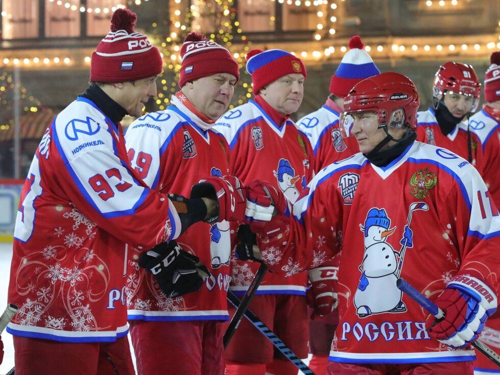 26. Dezember 2019: So sehen Sieger aus: Der russische Präsident Wladimir Putin nahm in Moskau an einem siegreichen Freundschaftsspiel im Eishockey teil.