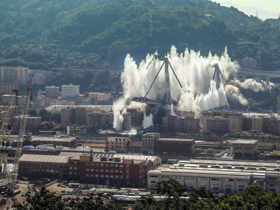 28. Juni 2019 – Die Reste der eingestürzten Morandi-Brücke in Genua wurden gesprengt.