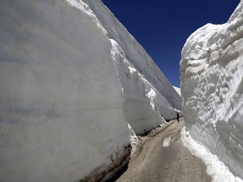 29. Mai 2019: Meterhohe Schneewände in Ainata al-Arz (Libanon).