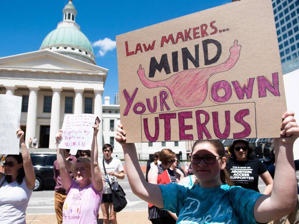 31. Mai 2019 – Tausende demonstrieren in St. Louis (US-Bundesstaat Missouri) gegen eine drohende Verschärfung des Abtreibungsgesetzes. Im Bundesstaat Louisiana haben die Abgeordneten bereits für ein Gesetz abgestimmt, das Schwangerschaftsabbrüche ab dem ersten Herzschlag – nach der sechsten Schwangerschaftswoche - verbietet.