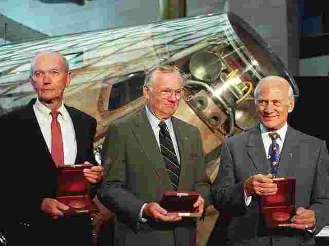 Michael Collins, Neil Armstrong and Buzz Aldrin werden am 20 Juli 1999 im National Air and Space Museum in Washington, DC., geehrt.