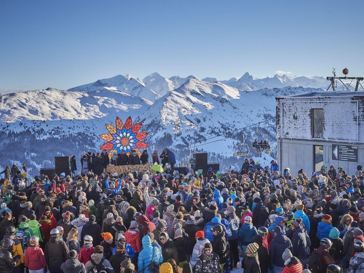 Tausende Besucher feierten 25-Jahr-Jubiläum von Rave on Snow