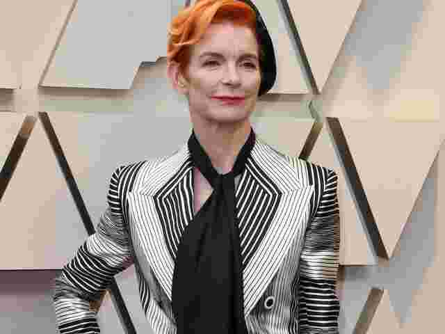 Sandy Powell, gestreift.