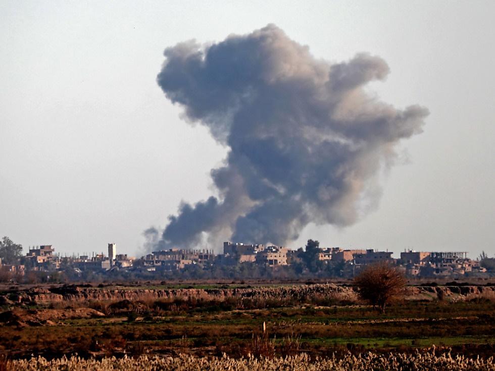 Anti-IS-Koalition bombardiert IS-Zentrum in Moschee in Hajin
