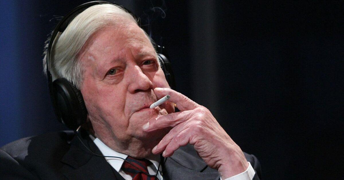 Helmut Schmidt: Der Altkanzler hat das Rauchen aufgegeben