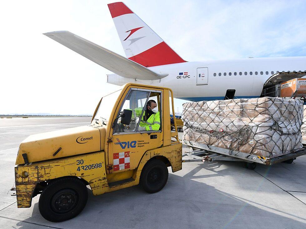AUA brachte 30 Tonnen Schutzausrüstung aus China