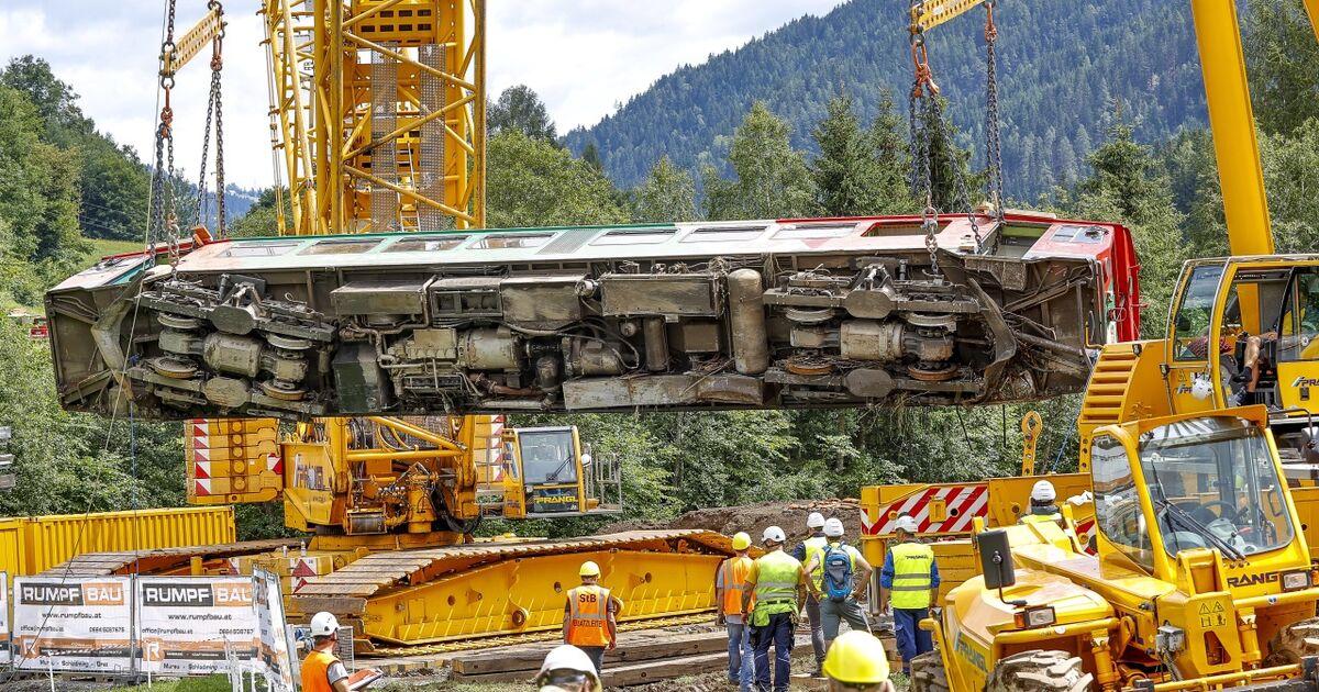 Aus Mur gehobener Zug soll wieder fahren