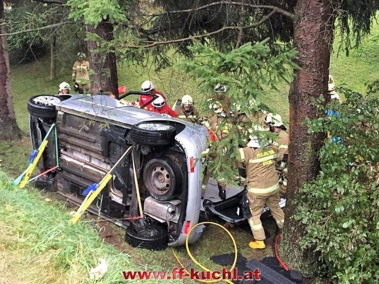 Auto Sturzt Uber Boschung 57 Jahriger Erliegt Schweren Verletzungen