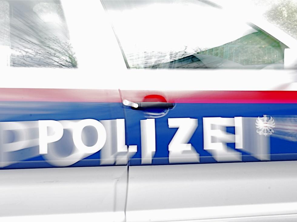 Autolenker bei Hallstatt gegen Lawinengalerie gekracht - tot