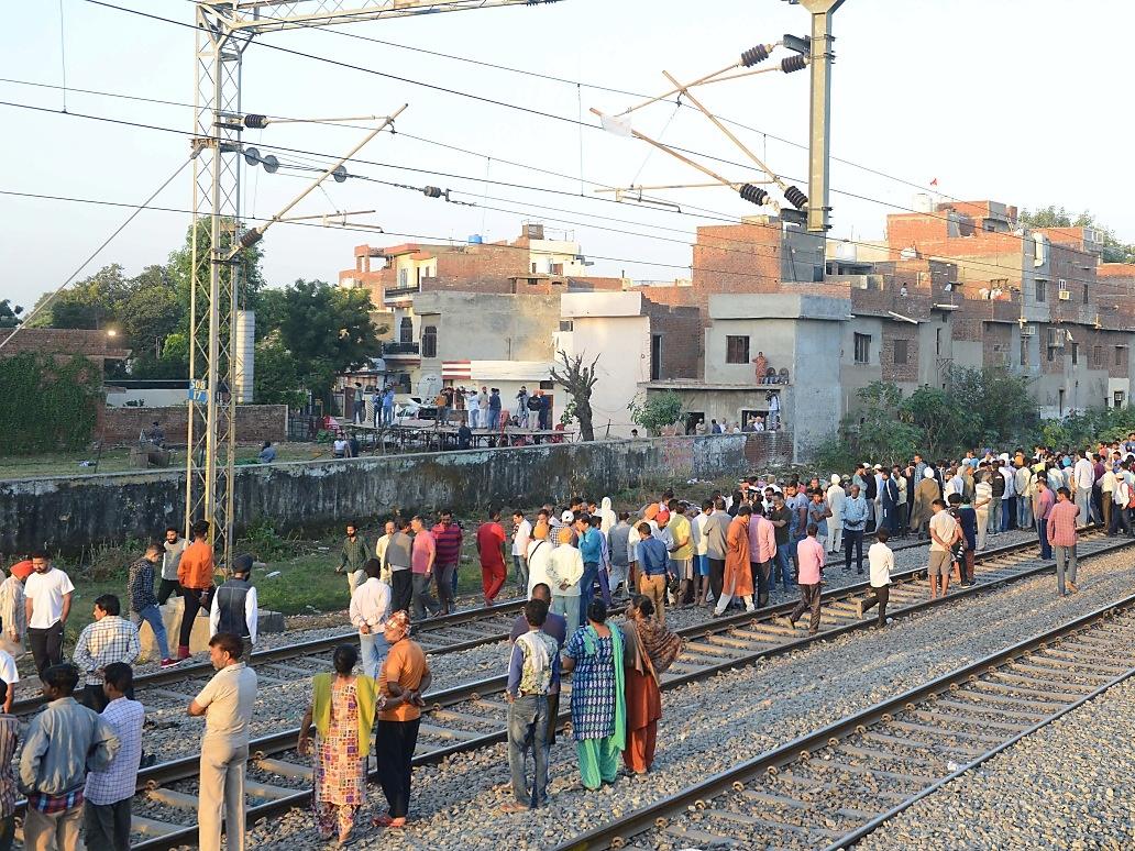 Bei Zugsunglück in Indien über 60 Tote