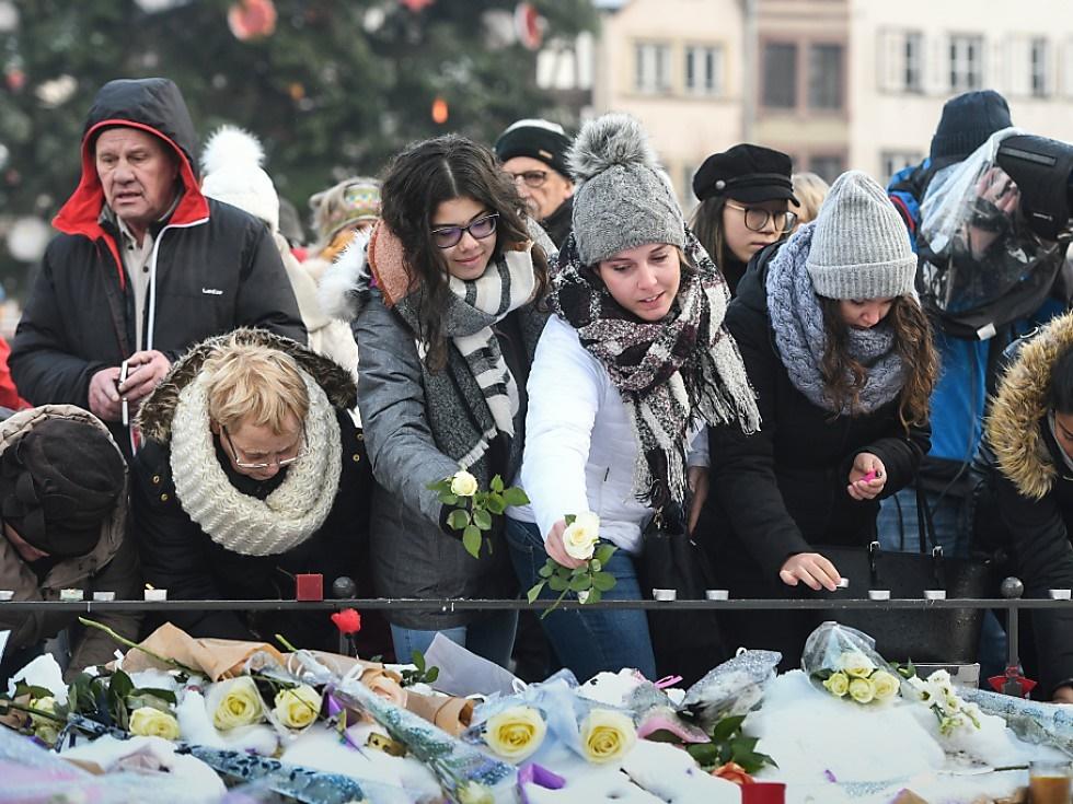 Bewegende Trauerkundgebung für Anschlagsopfer in Straßburg