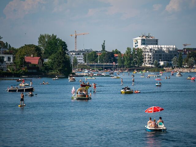 Nicht nur in den Bädern, auch auf der Donau herrschte Hochbetrieb