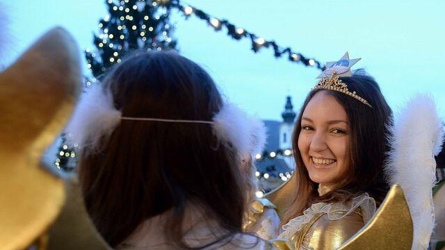 Wer Bringt Weihnachtsgeschenke In Spanien.Christkind Weihnachtsmann Hexe Wer Bringt Die Geschenke Sn At