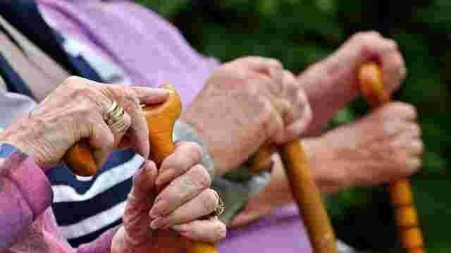 Die Senioren bringen ihr Geld in Sicherheit | SN.at