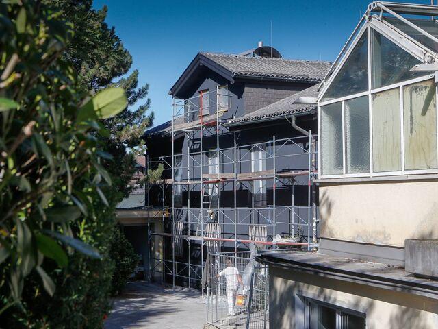 Schwarze Fassade dürfen häuser jede farbe tragen sn at