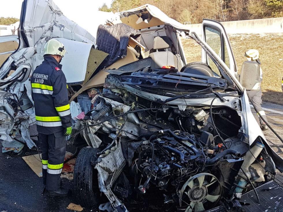 Ein Toter und ein Verletzter bei Unfall auf A21 in NÖ