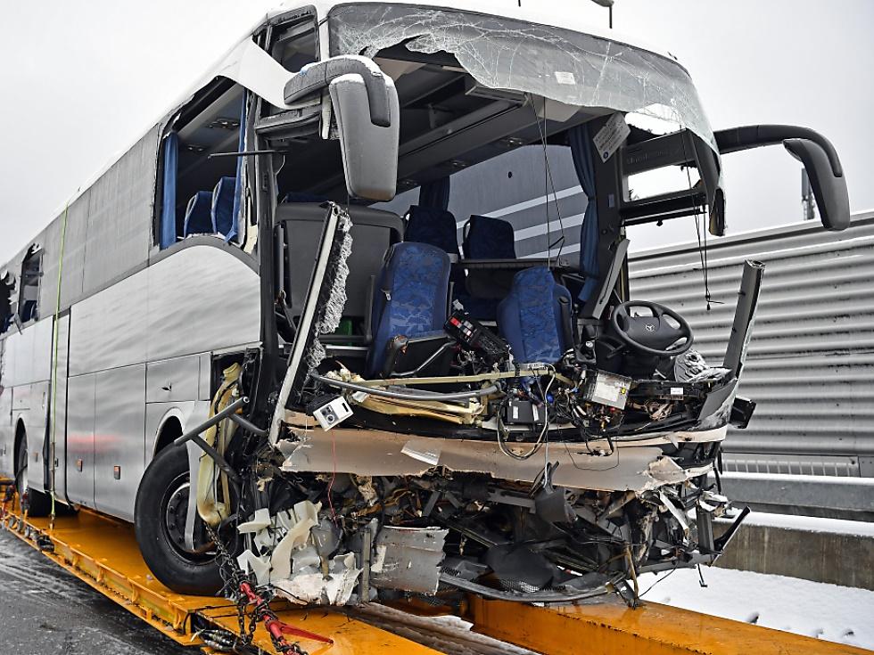 Eine Tote und 46 Verletzte bei Busunfall in der Schweiz