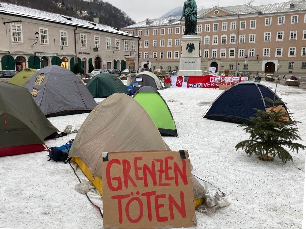 Flüchtlinge aus Lesbos aufnehmen: Aktivisten campierten bei Minusgraden auf dem Mozartplatz