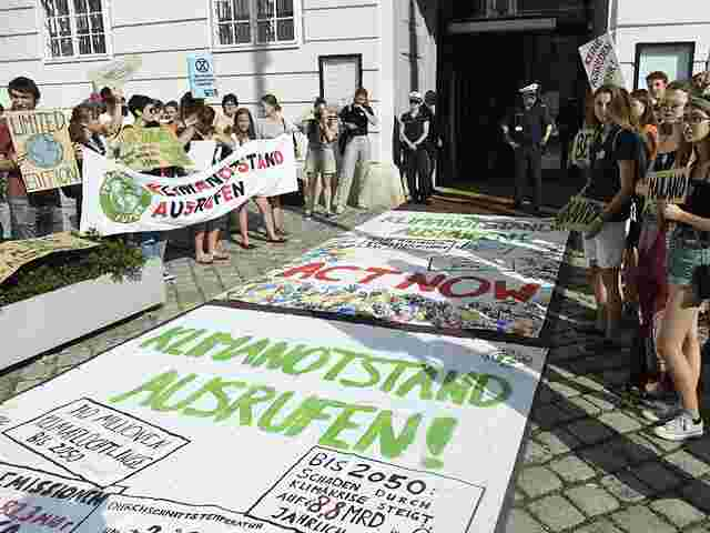 "Teilnehmer einer ""Fridays for Future"" Demonstration in Wien"