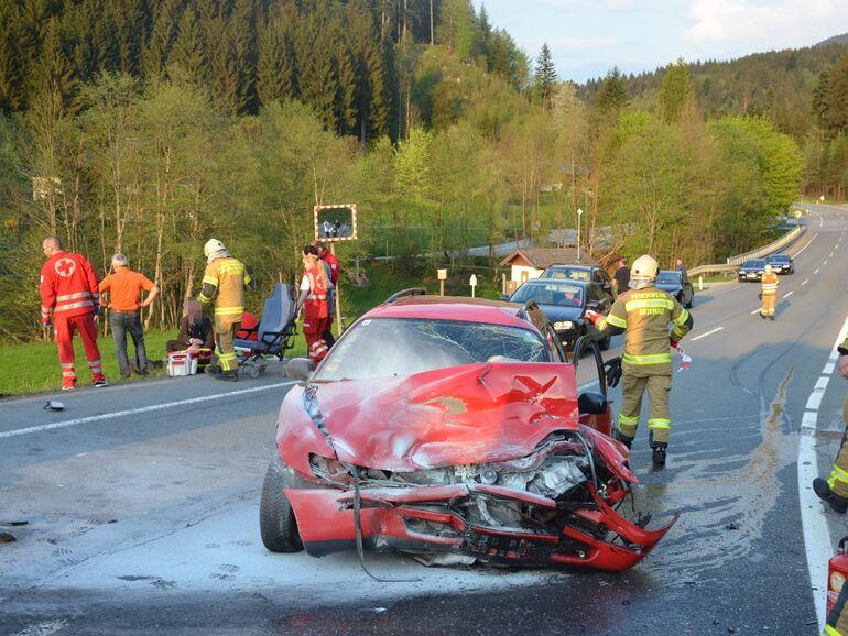 Funf Verletzte Bei Unfall Pkw Lenker Beging Fahrerflucht Sn At
