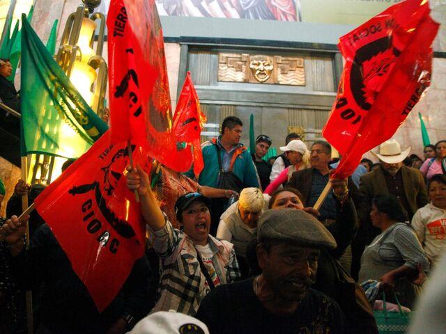 nackte mexikanische demonstranten