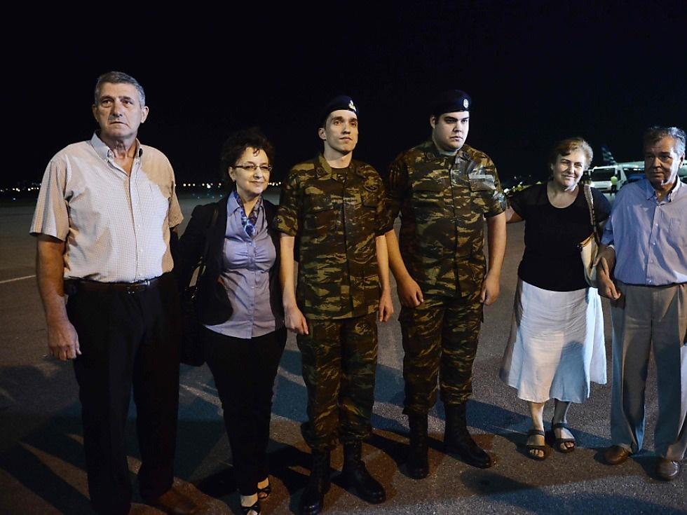 Griechische Soldaten nach türkischer Haft wieder zuhause