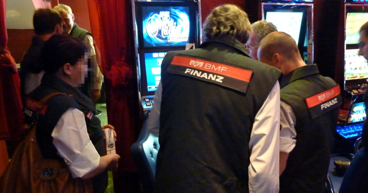 Illegales Glücksspiel Ist Außer Kontrolle - Wirtschaft - SZ.De