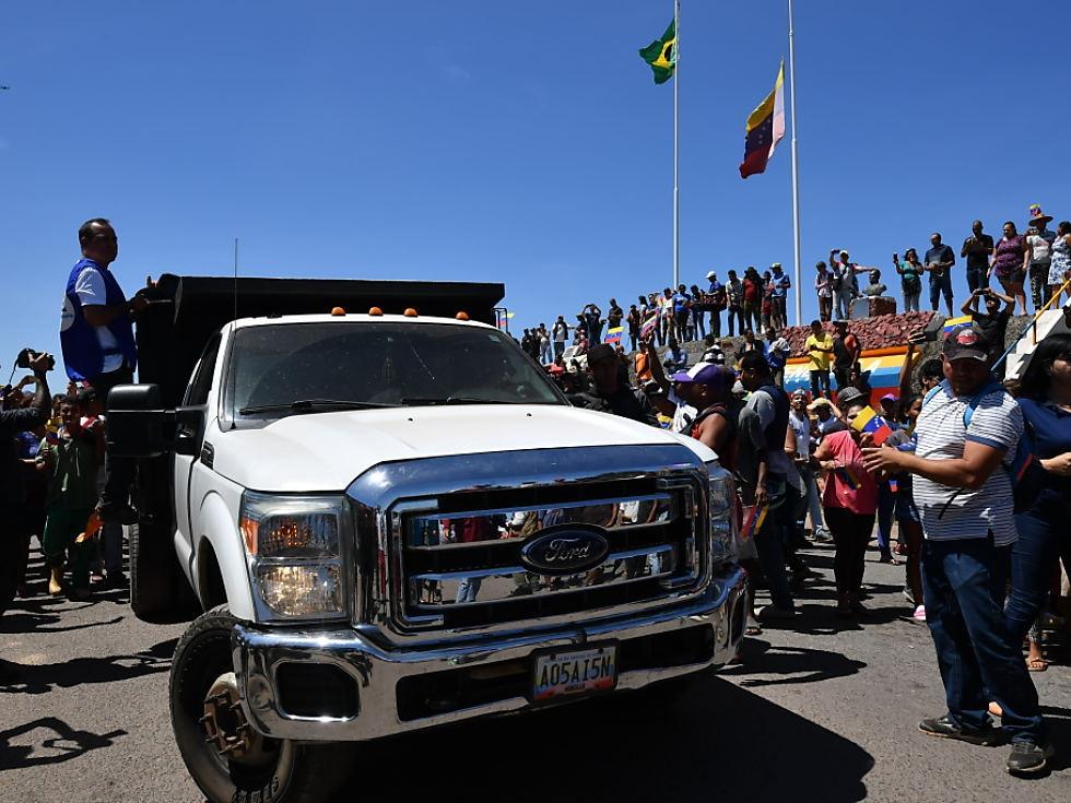 Hilfsgüter an Grenze zu Venezuela eingetroffen