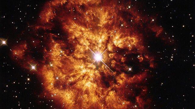 Kosmische seifenblase zum geburtstag des hubble teleskops
