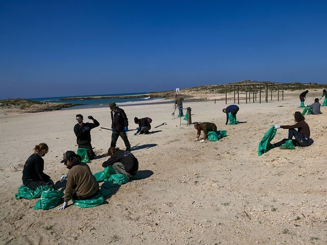 Israel is cleaning up the polluted beaches