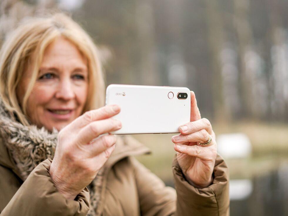 Kampf um den Handy-Markt für die Generation 60+