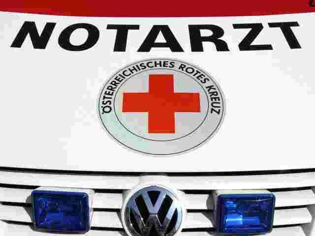 Österreich: Kind (1) stürzt in Kinderwagen 80 Meter tief - und überlebt