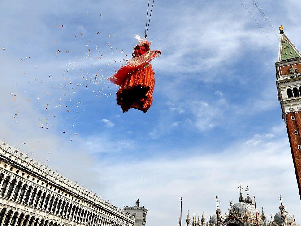 """Karneval in Venedig mit """"Flug des Engels"""" eröffnet"""