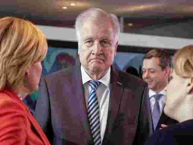 Bericht: CSU-Politiker auf Distanz zu Seehofers Asylpolitik