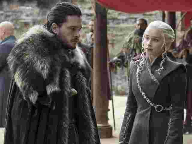 "Kit Harrington und Emilia Clarke in ""Game of Thrones"""