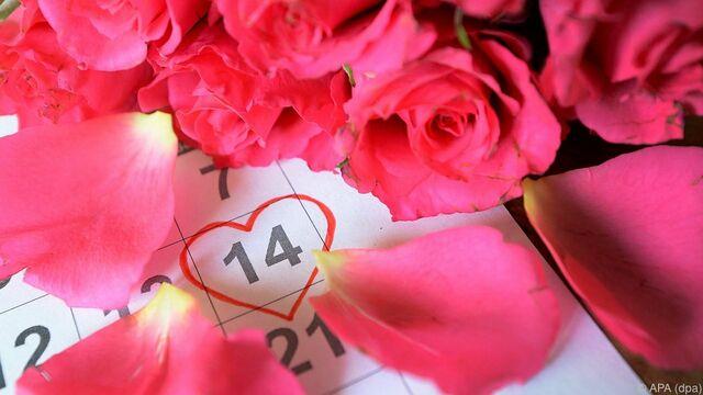 Männer Schenken Zum Valentinstag Blumen, Frauen Zeit