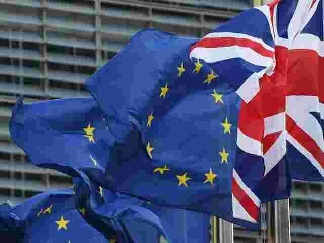 http://www.sn.at/may-und-juncker-wollen-brexit-verhandlungen-beschleunigen-41-73378715.jpg/640x--blazy/19.392.718