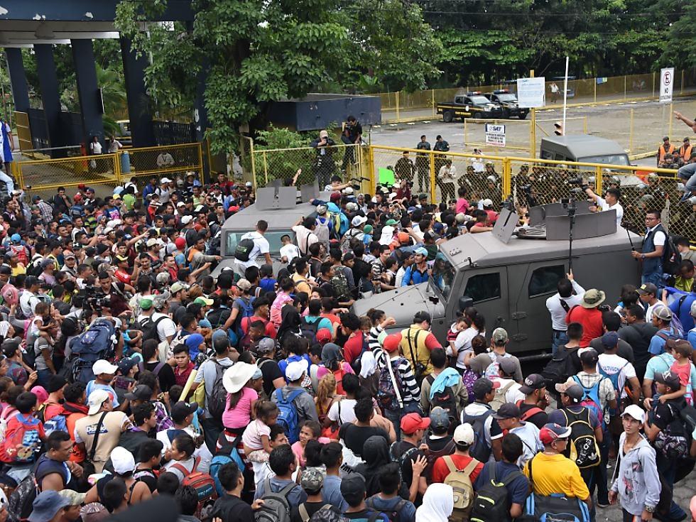 Migranten durchbrachen Grenze zwischen Guatemala und Mexiko