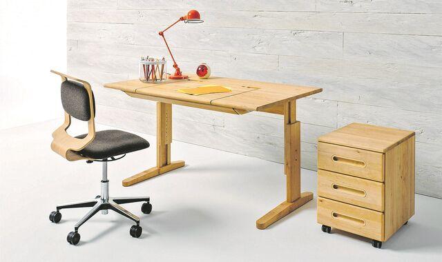 Ein Mitwachsender Schreibtisch Passt Sich Der Körpergröße An.