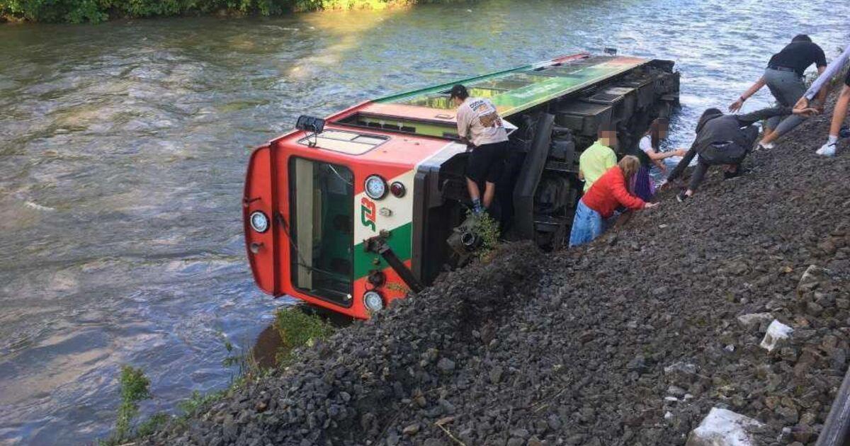 Update: Murtalbahn im Lungau entgleist und in Fluss gestürzt