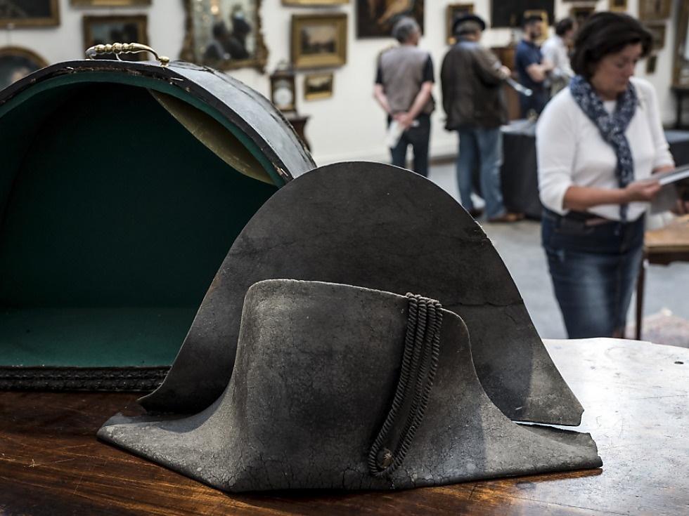 Napoleon-Hut für 350.000 Euro versteigert