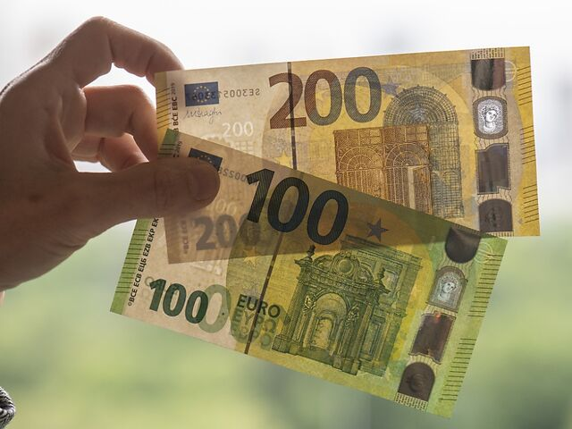 Neue 100 Und 200 Euro Scheine Ab Dienstag Im Einsatz Sn At