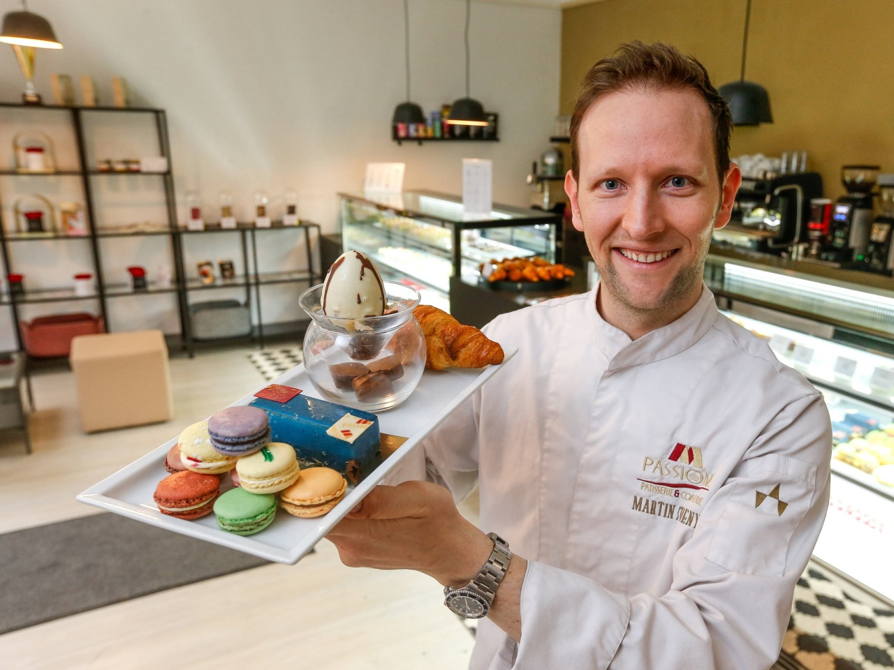 Neues Café M Passione: Patissier zaubert bunte Köstlichkeiten