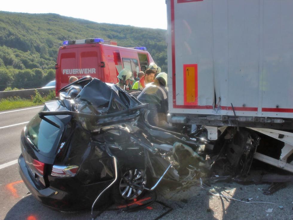 Pkw-Lenkerin überlebte schweren Crash mit Sattelzug in NÖ