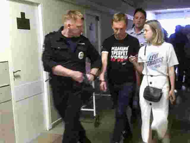 Drogenpäckchen untergeschoben?:Journalist wirft russischer Polizei Folter vor