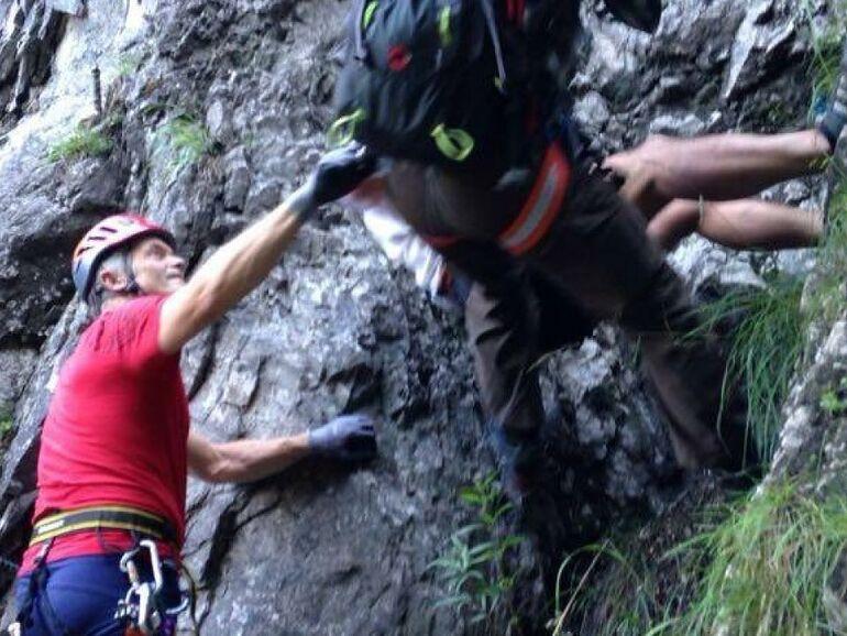 Klettersteig Schwierigkeitsgrad : Schwierigkeitsgrad f alpinist aus klettersteig gerettet sn at