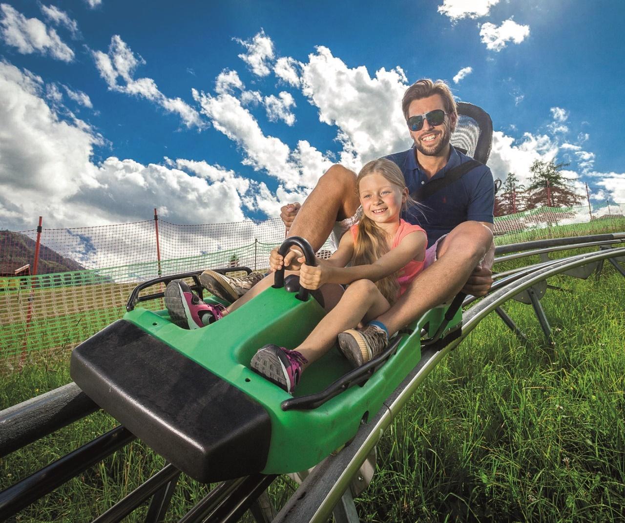 Sommerrodeln im Grünen - ein Spaß für die ganze Familie